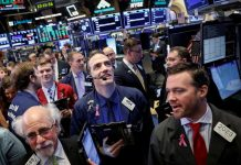 U.S. Futures, Europe Stocks Dip Amid Growth Noise: Markets Wrap