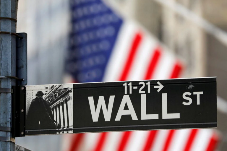S&P 500, Nasdaq Slip On Tech Weakness, But Set For Monthly Gains