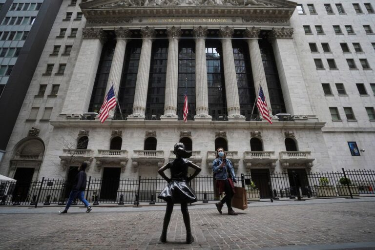 S&P 500, Dow Drop From Peaks As China Data Sours Mood