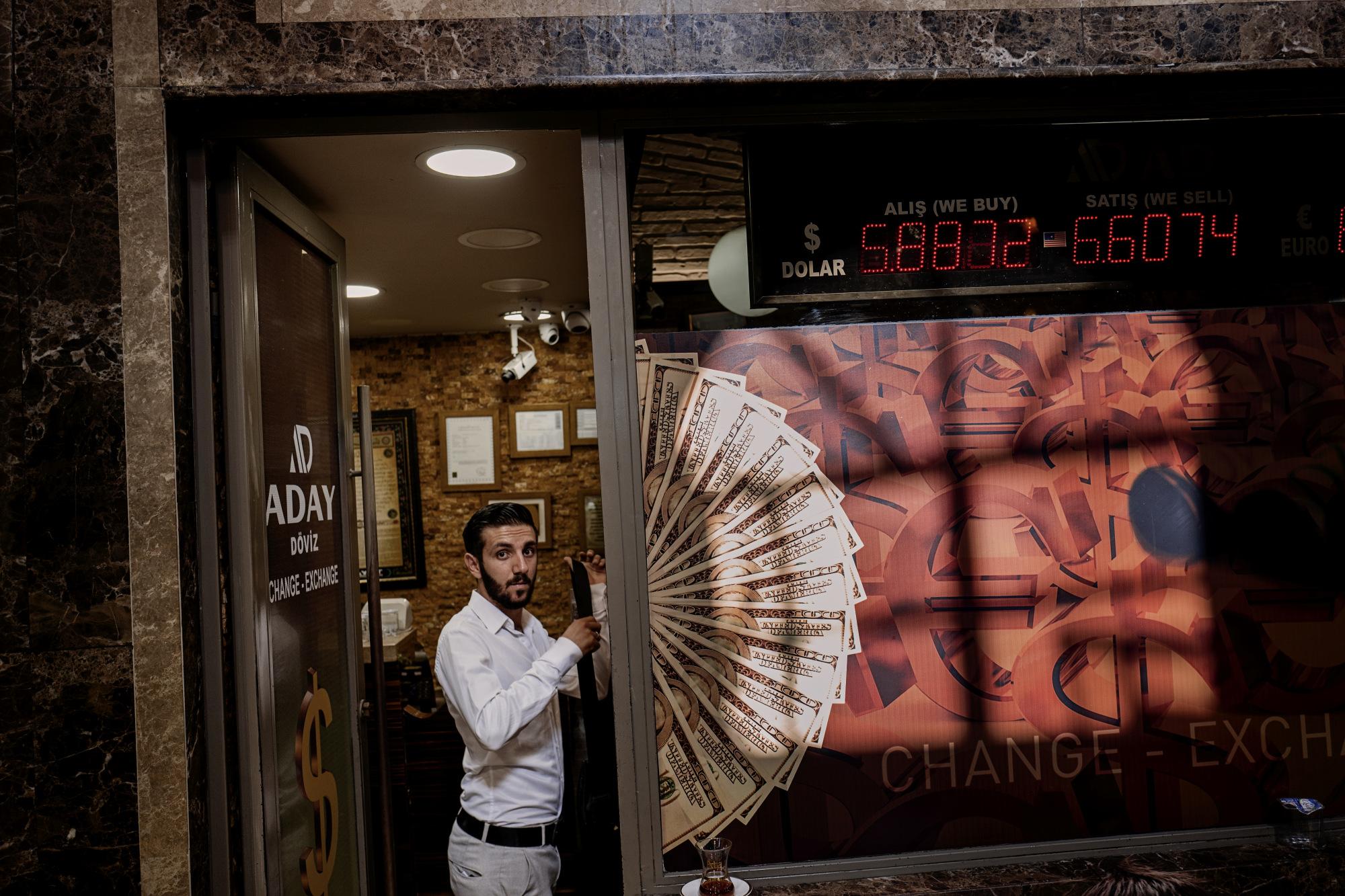 U.S. Stocks Turn Lower as Investors Assess Turkey: Markets Wrap