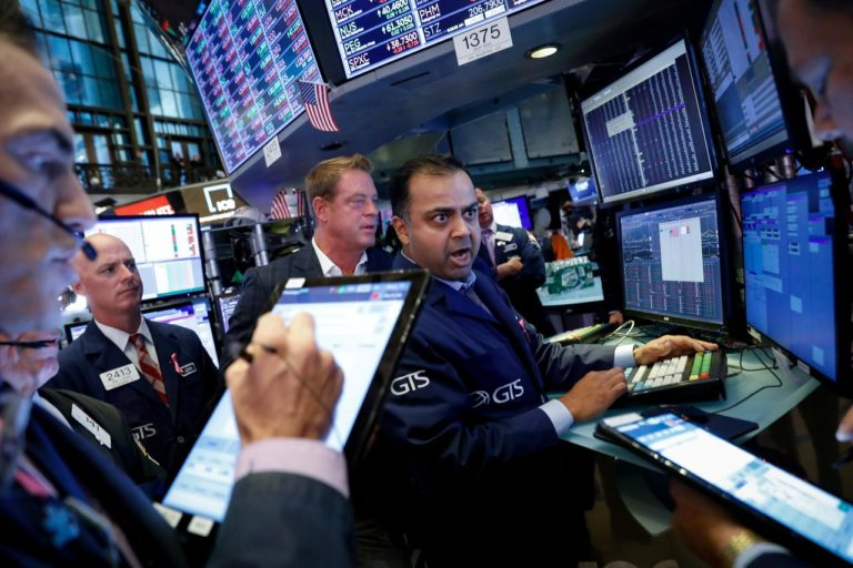 Wall Street sieht Verluste, Vorsicht nimmt vor Handelsgesprächen zu
