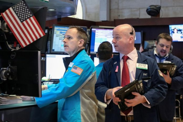 Wall Street Lifted By Tech Shares, Heavyweight Boeing Pares Losses