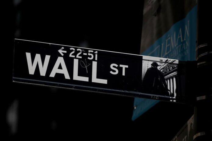 Tech Mega-Caps Knock 1% off Nasdaq; Banks Lift Dow
