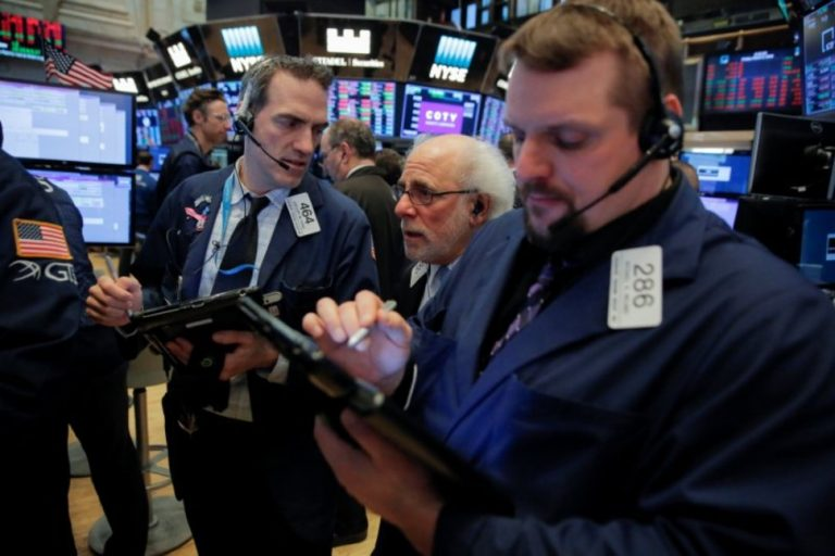 Wall Street extends gains as fears of trade war ease