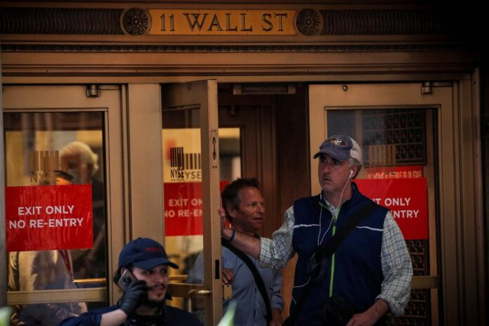 Wall Street Flat As Virus Cases Rise; Tech Stocks Advance