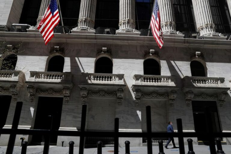 S&P 500, Dow Start Month On Strong Footing, Growth Stocks Lag
